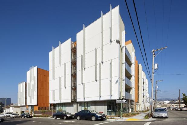 Intern Focuses on Oakland Housing